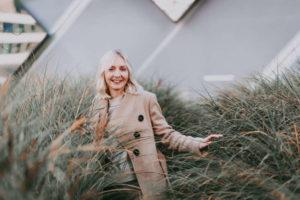 Essstoerungen_Portrait von lebensleichter im Gras