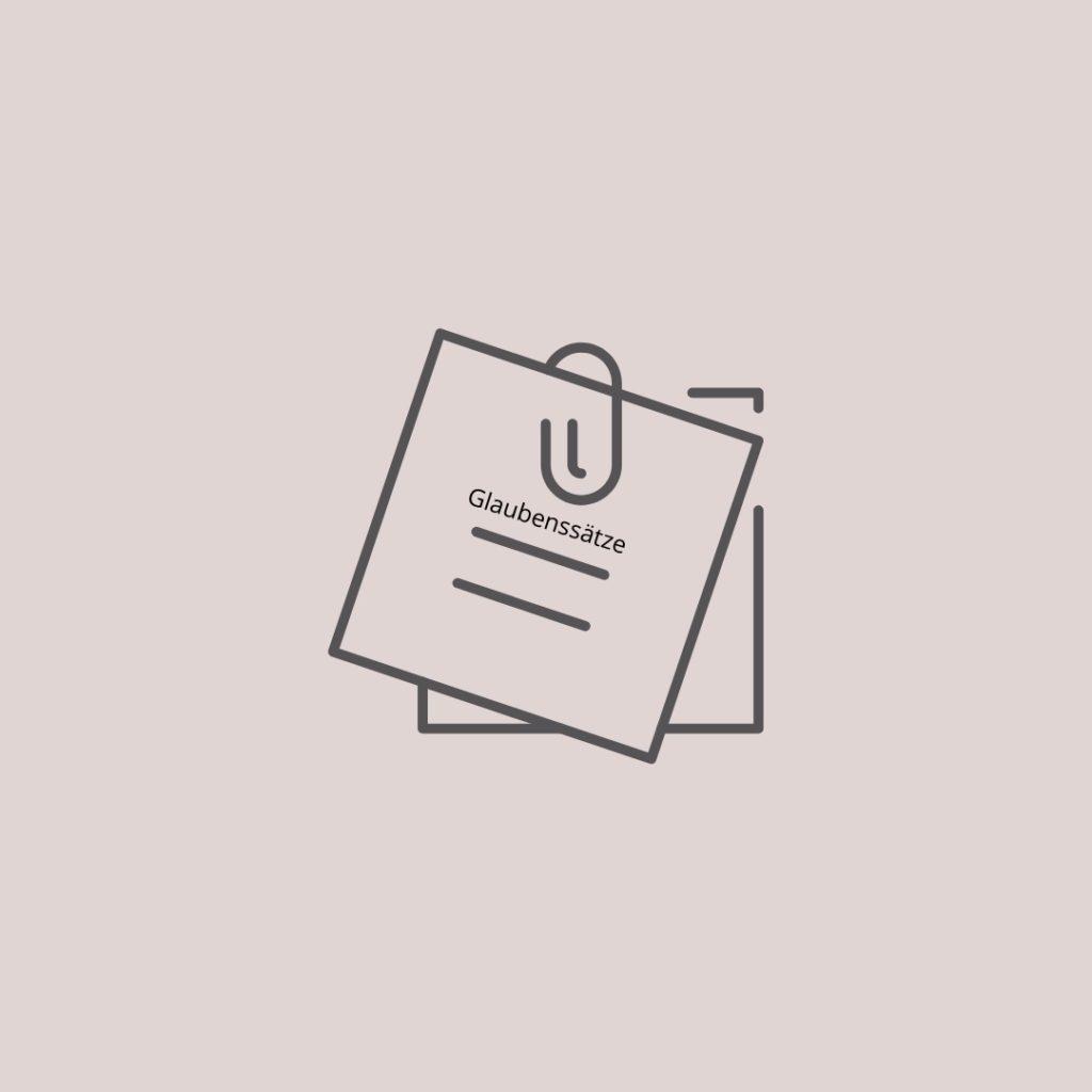 Essstoerung_Notizzettel mit Bueroklammer auf dem Glaubenssatz steht